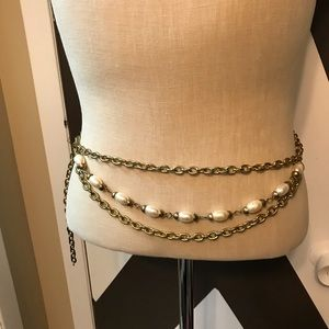 Vintage gold tone 3 row pearl tone belt necklace.